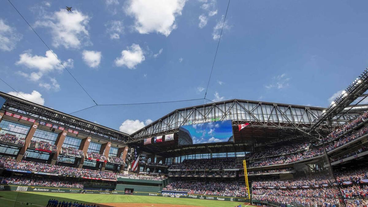 Erstmals seit Beginn der Corona-Pandemie hat in einer der großen US-Ligen eine Sportveranstaltung in einem fast ausverkauften Stadion stattgefunden.