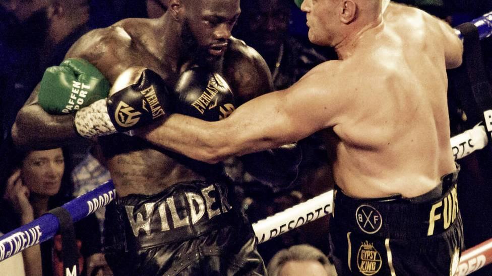 """Im Vorfeld zum Kampf Fury gegen Wilder Teil 3, geben sich beide Boxer selbstbewusst. """"Wilder hat den stärksten Schlag, aber ich hab die dicksten Eier!"""", flachst Tyson Fury."""
