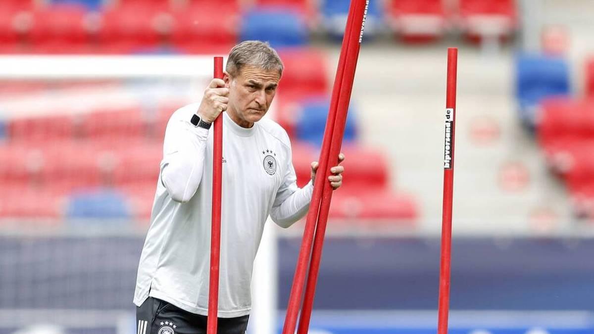 Stefan Kuntz gibt den Kader für die olympischen Spiele in Tokio bekannt. Der Trainer übt dabei aber auch Kritik an einigen Bundesligisten.