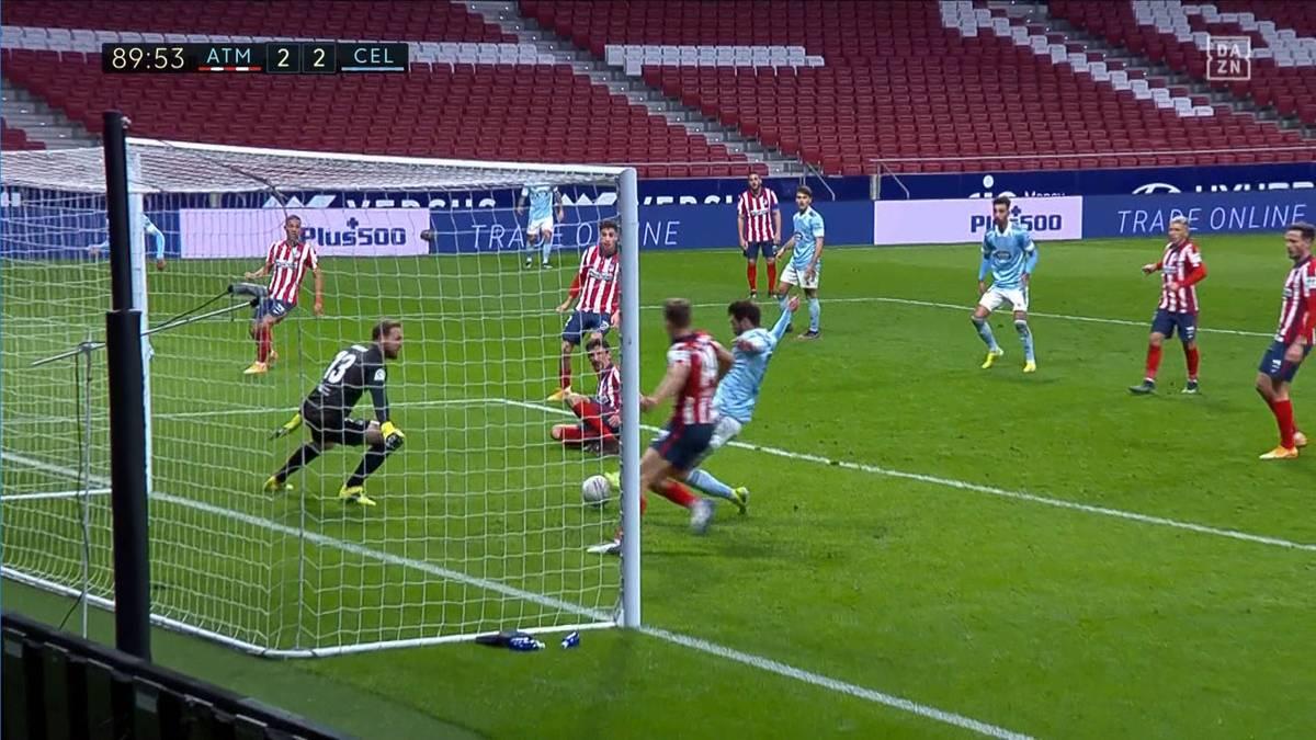 Luis Suárez trifft doppelt - doch Atlético Madrid wird kurz vor Spielende kalt erwischt. Der Vorsprung des Spitzenreiters auf Barca schmilzt etwas.
