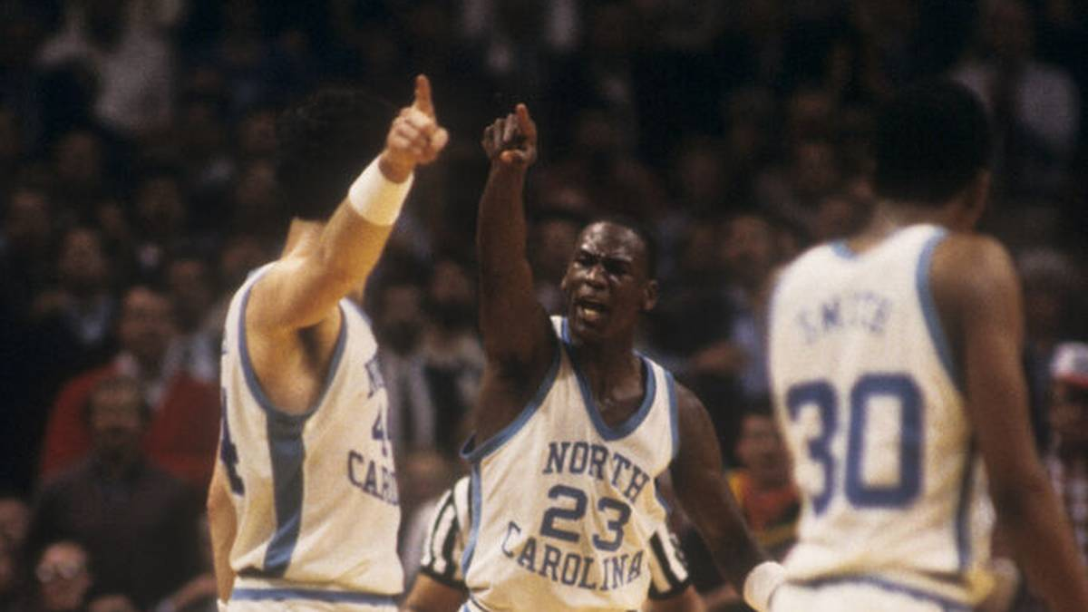 Ein College-Trikot von Legende Michael Jordan ist für die Rekordsumme von 1,38 Millionen Dollar versteigert worden.