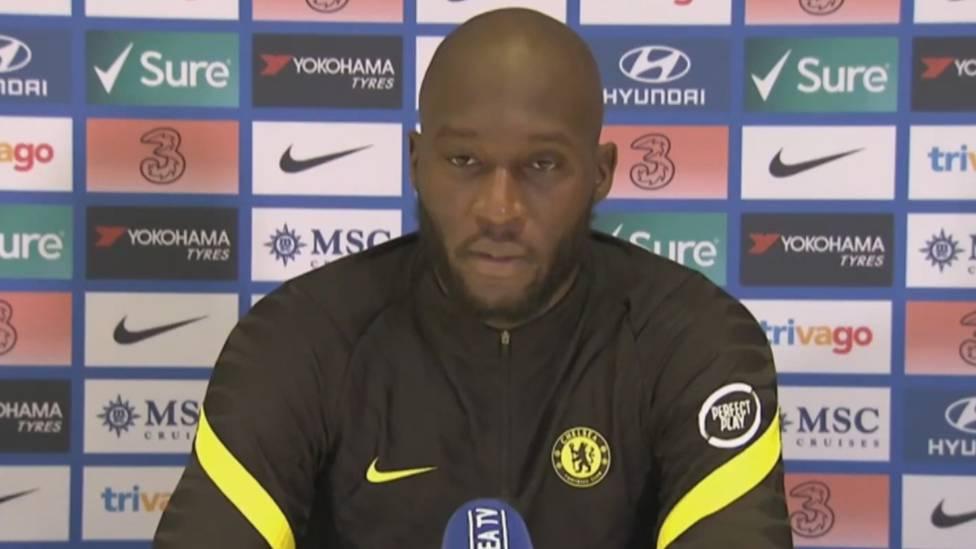 Romelu Lukaku stellt sich nach seiner Rückkehr zum FC Chelsea der Presse. Der Belgier spricht über die Ziele mit seiner Mannschaft und erklärt, wieso er gegen Covid-19 geimpft wurde.