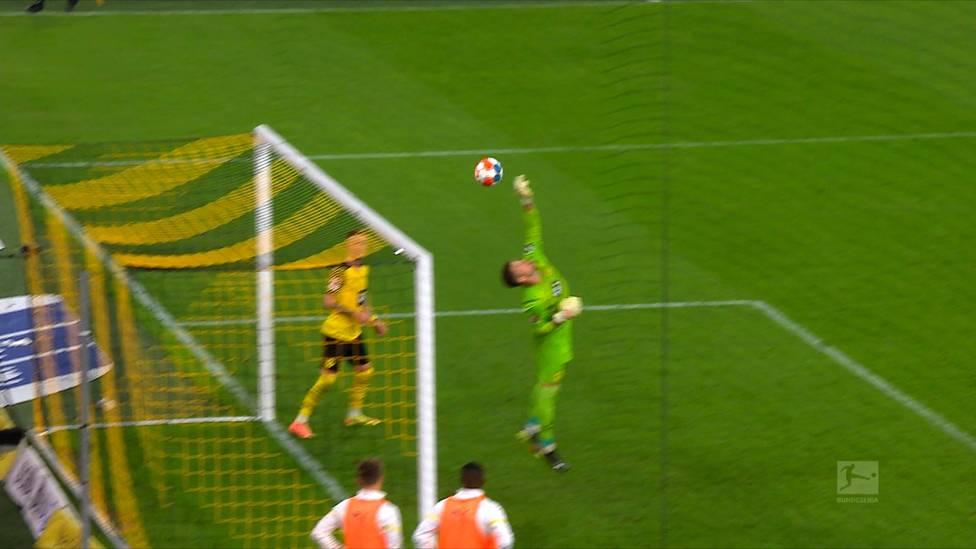 BVB-Neuzugang Gregor Kobel überzeugt bisher vollends als neue Nummer eins bei den Schwarz-Gelben. Seine besten Paraden und Flugshows im Video.