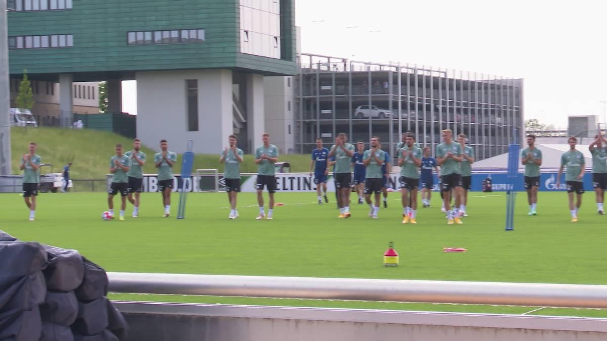 Der FC Schalke startet die Mission Wiederaufstieg. Trainer Dimitrios Grammozis und Rückkehrer Danny Latza geben sich zuversichtlich.