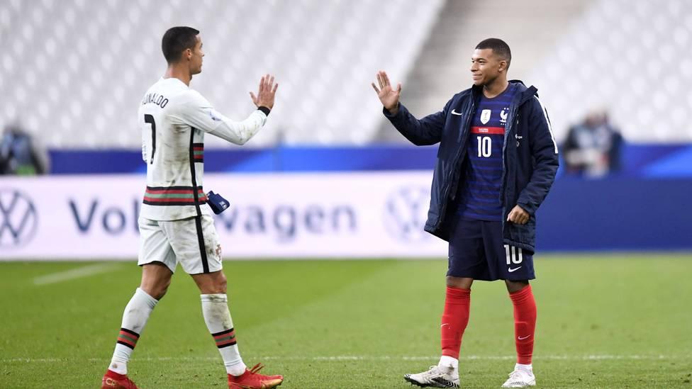 Die Spekulationen um die Zukunft von Kylian Mbappé bei Paris Saint-Germain reißen einfach nicht ab. Jetzt kommt auch Cristiano Ronaldo mit ins Spiel.
