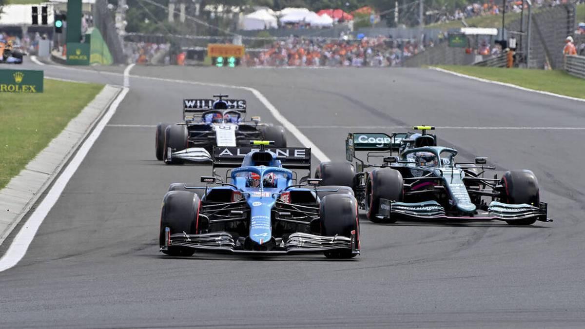 Nur um Haaresbreite verpasst Sebastian Vettel den Sieg in Budapest. Lewis Hamilton kämpft sich bei einem chaotischen Rennen nach vorne. Max Verstappen wird abgeräumt.
