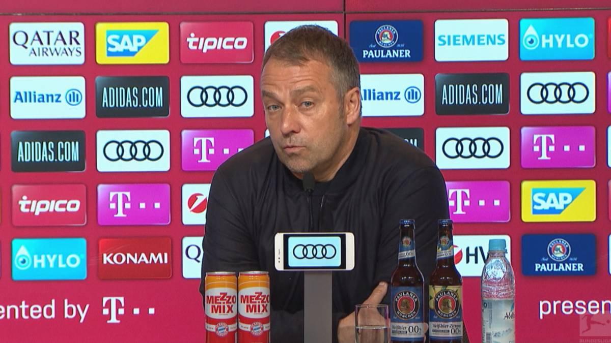 Hansi Flick feiert seine zweite Meisterschaft mit dem FC Bayern. Der scheidende Coach lässt offen, ob es vielleicht doch nicht die letzte gewesen sein wird.