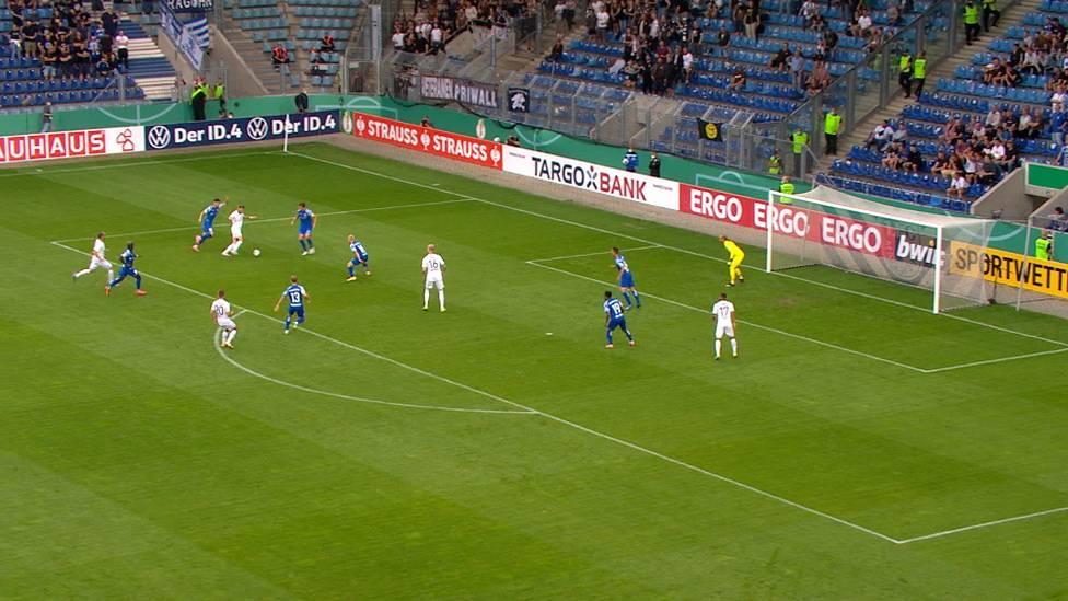Der FC St. Pauli steht mit viel Glück in der 2. Runde des DFB-Pokals. Guido Burgstaller wird gegen Magdeburg mit einem Doppelpack zum Matchwinner.