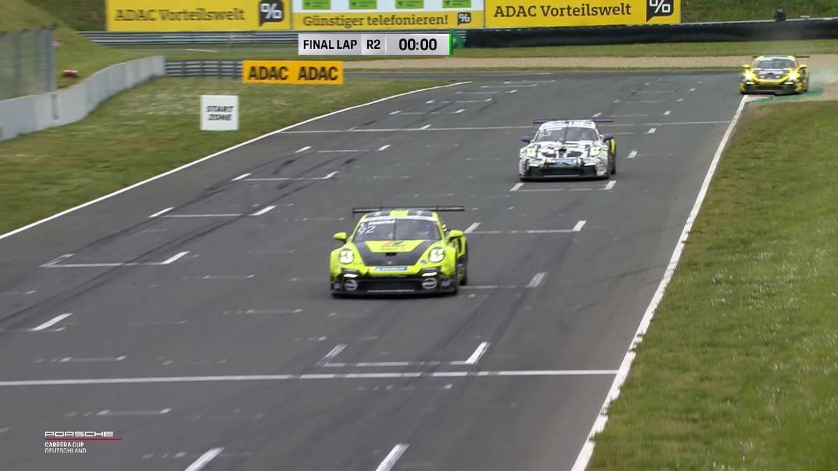 Einen Tag nach dem türkischen Premierensieg durch Ayhancan Güven siegt im Porsche Carrera Cup Germany erstmals Laurin Heinrich. In der Gesamtwertung wird es eng.