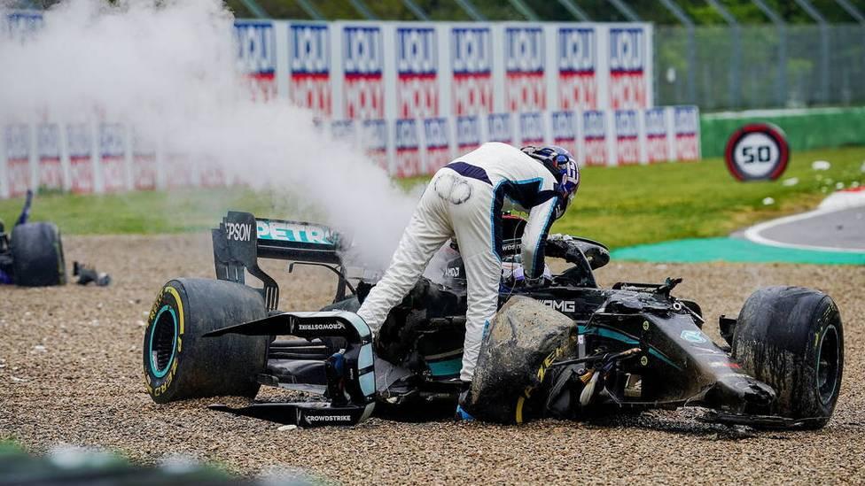 Beim Formel 1 Grand Prix in Imola kommt es zu einer heftigen Kollision zwischen George Russell und Valtteri Bottas. Unmittelbar danach fliegen bei beiden Fahrern die Fetzen.
