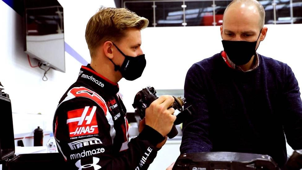 Die Zukunft von Mick Schumacher und Nikita Mazepin ist geklärt. Schumacher lebt weiter seinen Formel1-Traum, doch wie sinnvoll ist diese Entscheidung?
