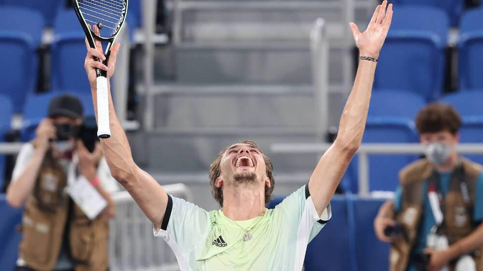 Alexander Zverev feiert den größten Sieg seiner Karriere. Im Finale von Olympia feiert Deutschlands Tennis-Star einen klaren Sieg und holt die Goldmedaille.