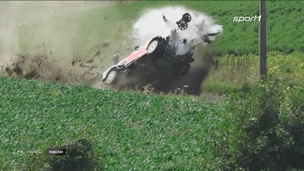 Brutaler Unfall bei der Rallye Belgien: M-Sport-Pilot Adrien Fourmaux verliert die Kontrolle über sein Fahrzeug und wird durch die Luft geschleudert. Es grenzt an ein Wunder, dass der Franzose und sein Beifahrer unverletzt aussteigen.