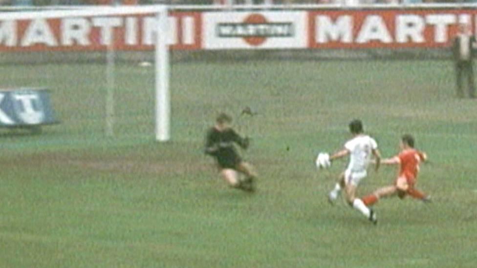 In der Saison 1971/72 schoss Bayern-Stürmer Gerd Müller bisher unerreichte 40 Tore. Die besten Treffer auf seiner Rekord-Saison.