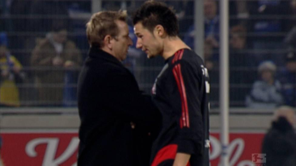 6. September 2005: Im Aufsteigerduell zwischen Köln und Duisburg kochen die Emotionen hoch. MSV-Trainer Norbert Meier lässt sich zu einer folgenschweren Untat hinreißen.