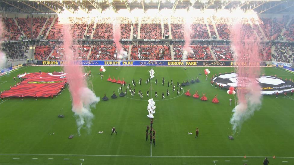 Der SC Freiburg hat eine neue Heimat - das EUROPA-PARK-Stadion. Vor dem Testspiel gegen den FC St. Pauli hat der Sportclub das neue Stadion mit einer spektakulären Eröffnungsfeier eingeweiht.
