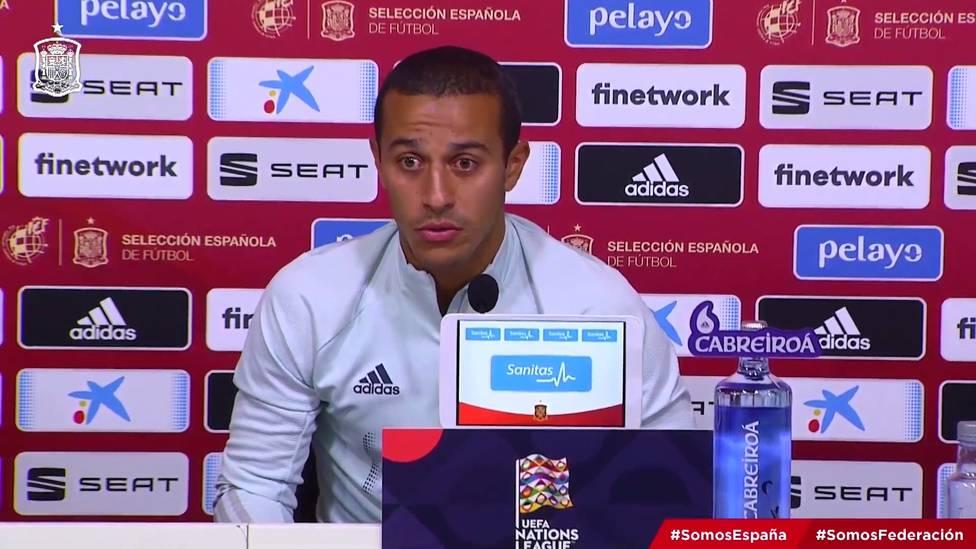 Die Transfersituation um Bayerns Thiago spitzt sich weiter zu. Der Spanier wurde zuletzt mit dem FC Liverpool in Verbindung gebracht, doch noch immer schweigt er dazu.