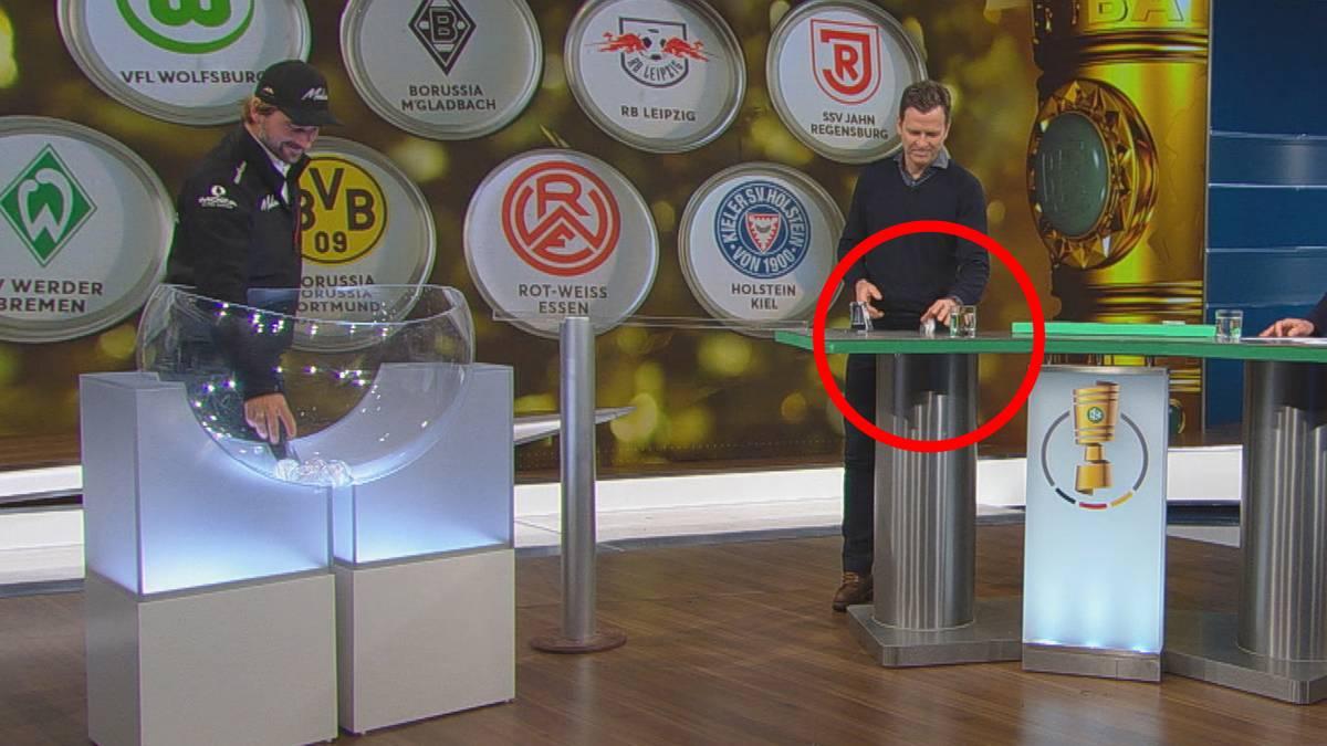 DFB-Direktor Oliver Bierhoff sorgt bei der Auslosung zum Viertelfinale im DFB-Pokal für einen kuriosen Zwischenfall. Plötzlich wird Borussia Dortmund gesucht.