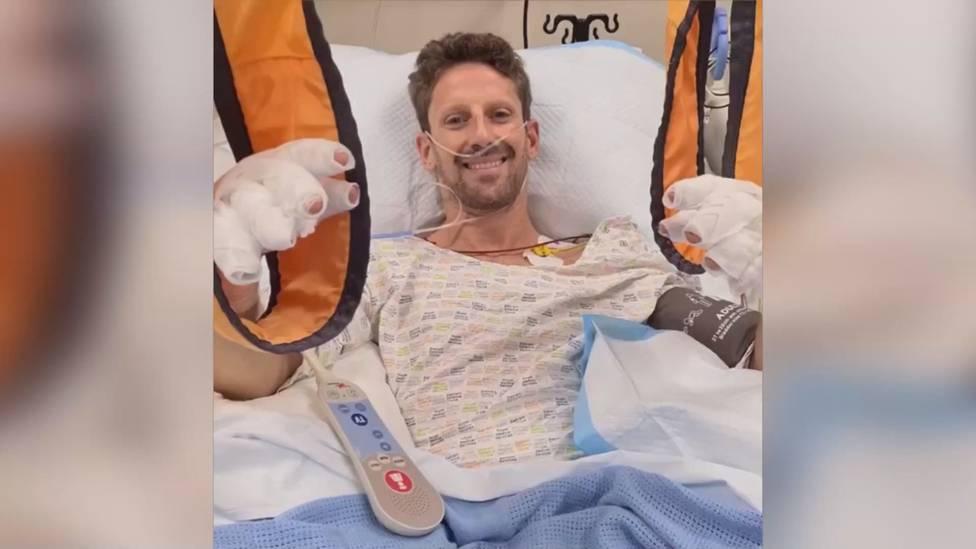 Romain Grosjean ist der Flammenhölle entkommen. Nach seinem Horror-Crash von Bahrain meldet sich der Franzose aus dem Krankenhaus und beruhigt seine Fans.