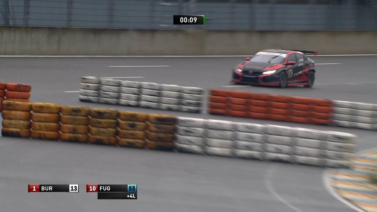 Meisterschaftsanwärter Dominik Fugel erlaubt sich einen riesigen Patzer. Antti Buri siegt im ersten Rennen der TCR Germany auf dem Lausitzring.