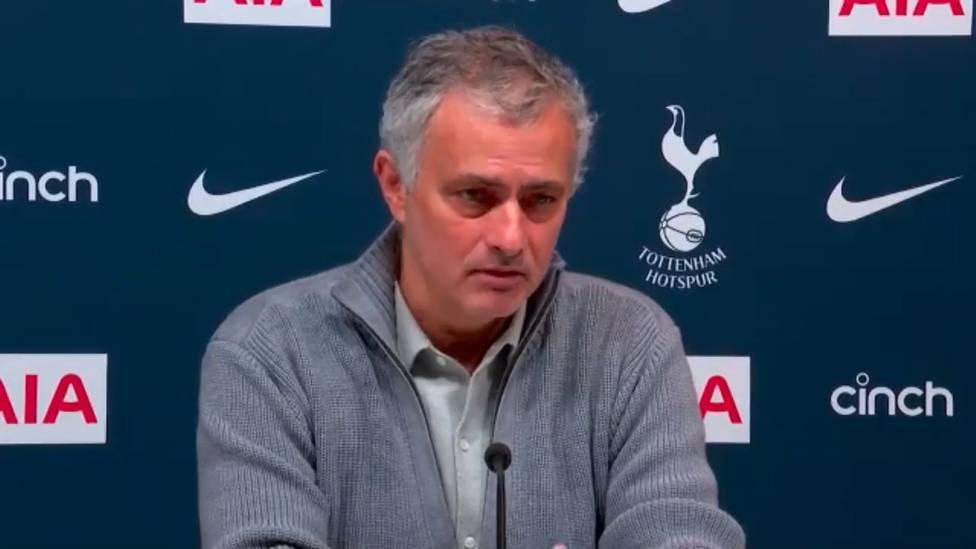 Harry Kane verletzt sich im Topspiel gegen den FC Liverpool. Tottenham-Coach Jose Mourinho glaubt, dass sein Star länger ausfallen wird.