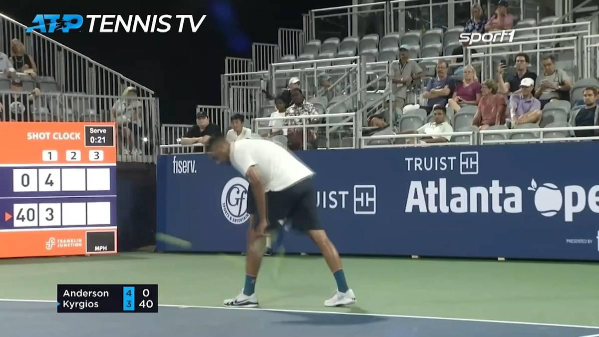 Nick Kyrgios erreicht ohne Mühe die zweite Runde der Atlanta Open. Gegen Kevin Anderson gewann der Australier 7:6, 6:3 und sorgte mit einem Aufschlag durch die Beine für Staunen.