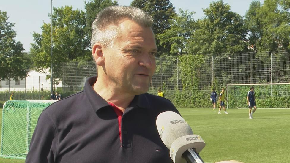 Manfred Schwabl ist eine Institution bei Regionalligist Unterhaching. Nun hat er für den Neuanfang Sandro Wagner als Trainer geholt. Der Präsident erklärt im SPORT1-Interview wie es dazu kam.