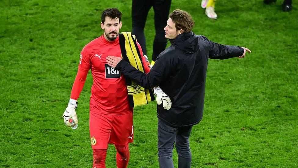 Borussia Dortmund muss im Bundesliga-Spiel gegen den FC Augsburg auf Stammtorhüter Roman Bürki verzichten.