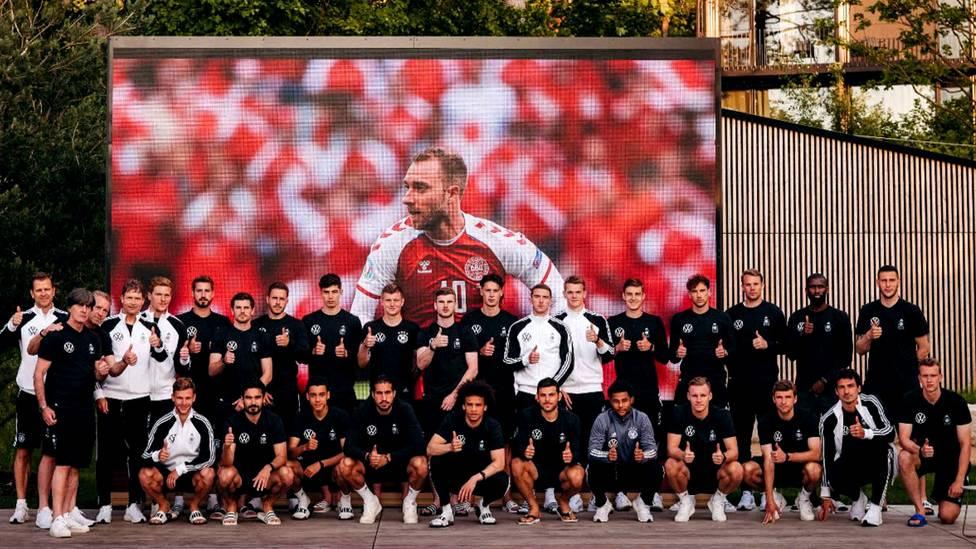 Sport1 Chefreporter Florian Plettenberg berichtet, wie die Nationalmannschaft den Zusammenbruch von Dänemarks Christian Eriksen erlebt hat.