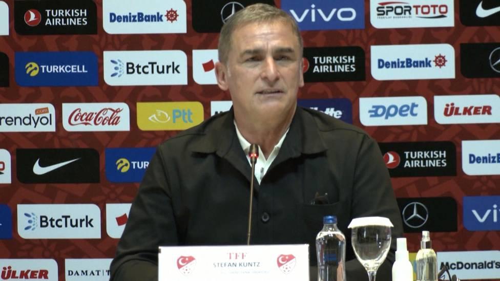 Stefan Kuntz hat am Montag den Vertrag als neuer Nationaltrainer der Türkei unterschrieben. Der ehemalige U-21-Trainer des DFB blickt voller Tatendrang auf seine anstehende Aufgabe voraus.