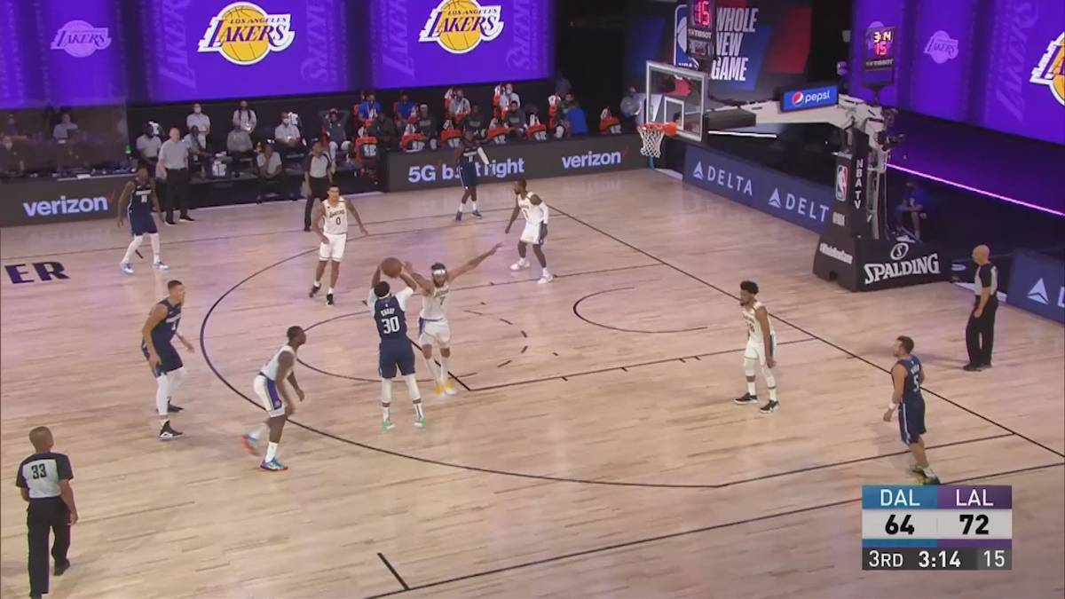 Die Dallas Mavericks ringen im Testspiel die Los Angeles Lakers um LeBron James nieder. Seth Curry erwischt einen perfekten Abend.