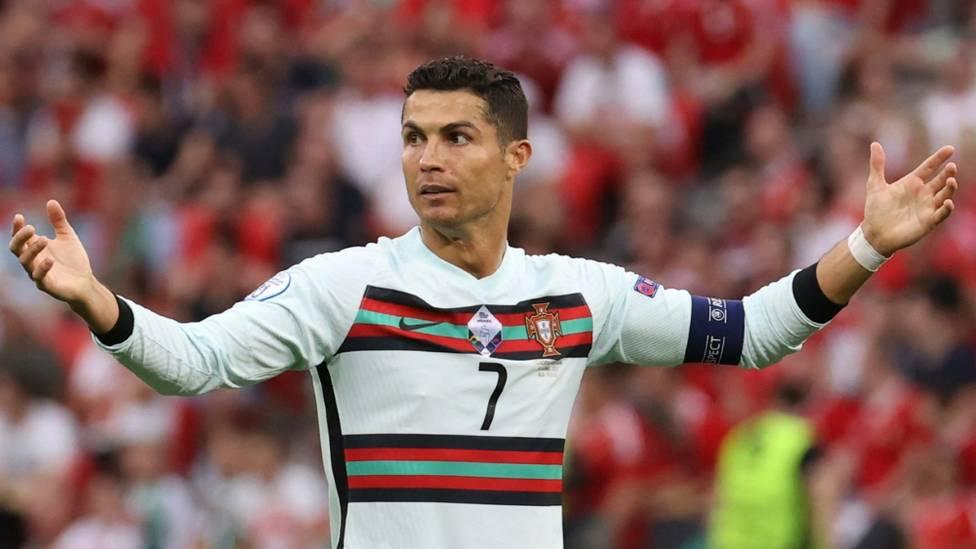 Mit seiner Wasser-Aktion hat Cristiano Ronaldo nicht nur für weltweites Aufsehen – sondern auch für Auswirkungen auf die Aktien von Coca-Cola gesorgt.