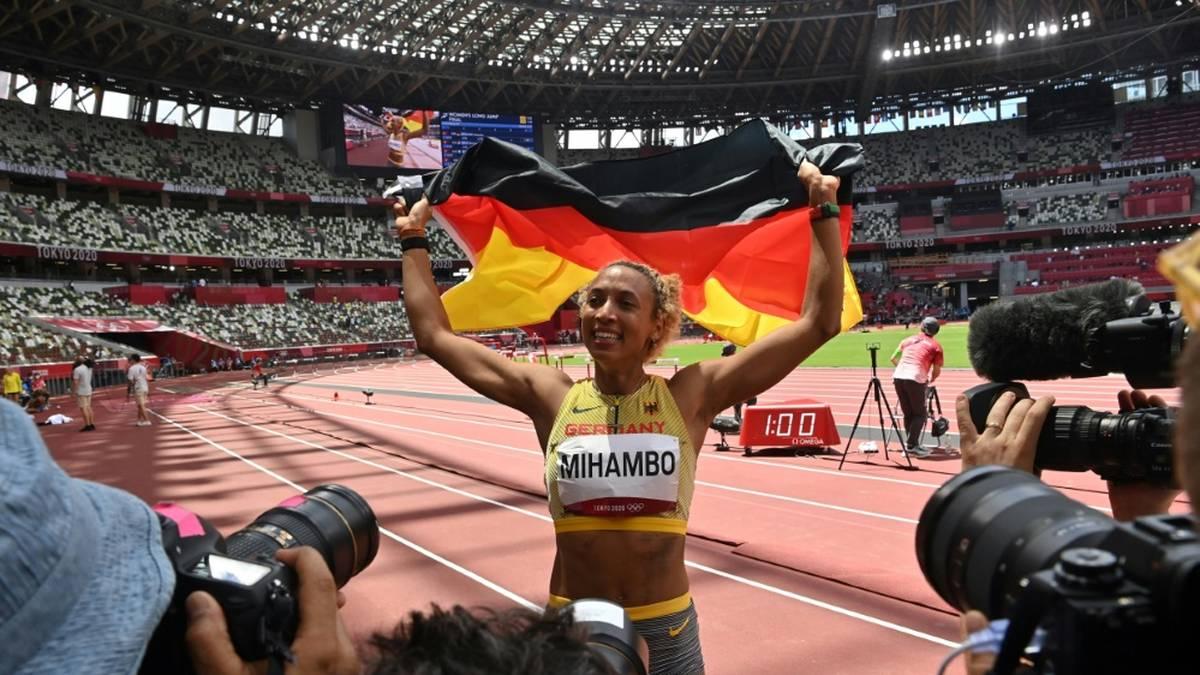 Malaika Mihambo springt in einer echten Nervenschlacht bei Olympia in Tokio zu Gold. Nach dem Weitsprung-Drama erklärt sie ihr mentales Erfolgsgeheimnis.