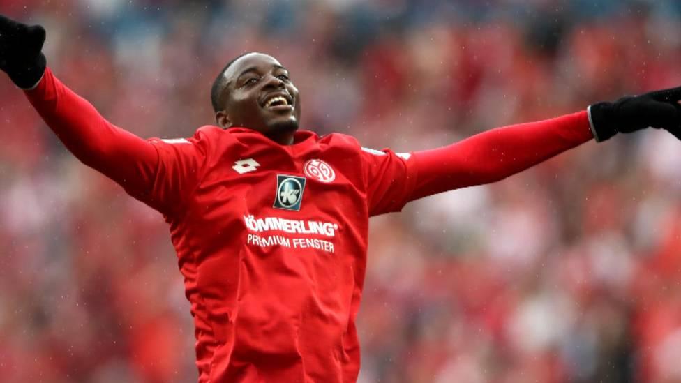 """Imkickerhatte Dietmar Hamann zuletztJean-PhilippeMateta von Mainz 05 als mögliche """"preisgünstige"""" Transfer-Alternative für den FC Bayern vorgeschlagen. FSV-Sportvorstand Rouven Schröder äußert sich nun zu den Spekulationen."""