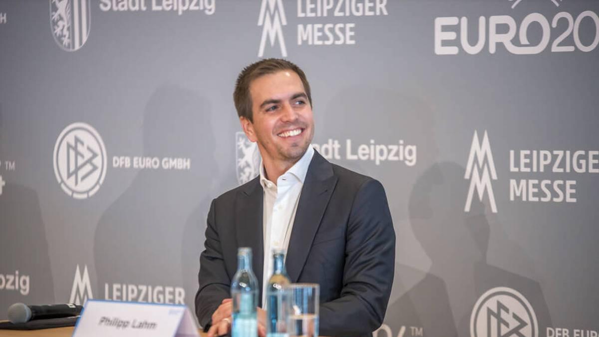 Laut Philipp Lahm gibt es derzeit keine Überlegungen, die paneuropäische Fußball-EM 2021 wegen der Corona-Pandemie nur in Deutschland auszutragen.