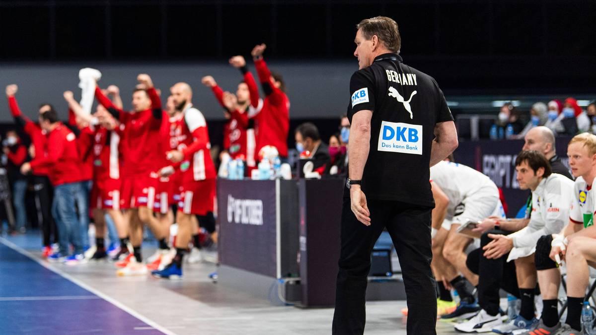 Die deutschen Handballer verpassen den Sieg im entscheidenden Spiel gegen Ungarn. Am Ende verpassen sie sogar das Remis.
