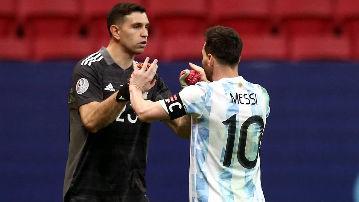 Mit drei gehaltenen Elfmeter im Halbfinale der Copa America wurde Emiliano Martinez zu Argentiniens Held. Für den Erfolg verzichtet er sogar darauf, seine neugeborene Tochter zu sehen.