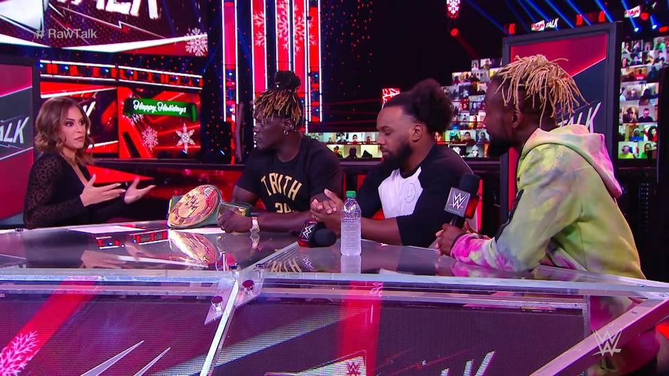 """Bei der Webshow """"RAW Talk"""" nach Monday Night RAW würdigen Xavier Woods und Kofi Kingston den verstorbenen Brodie Lee (Luke Harper)."""