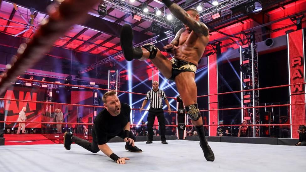 Bei WWE Monday Night RAW will der eigentlich zurückgetretene Christian seinen verletzten Partner Edge rächen - Randy Orton und Ric Flair haben andere Pläne ...