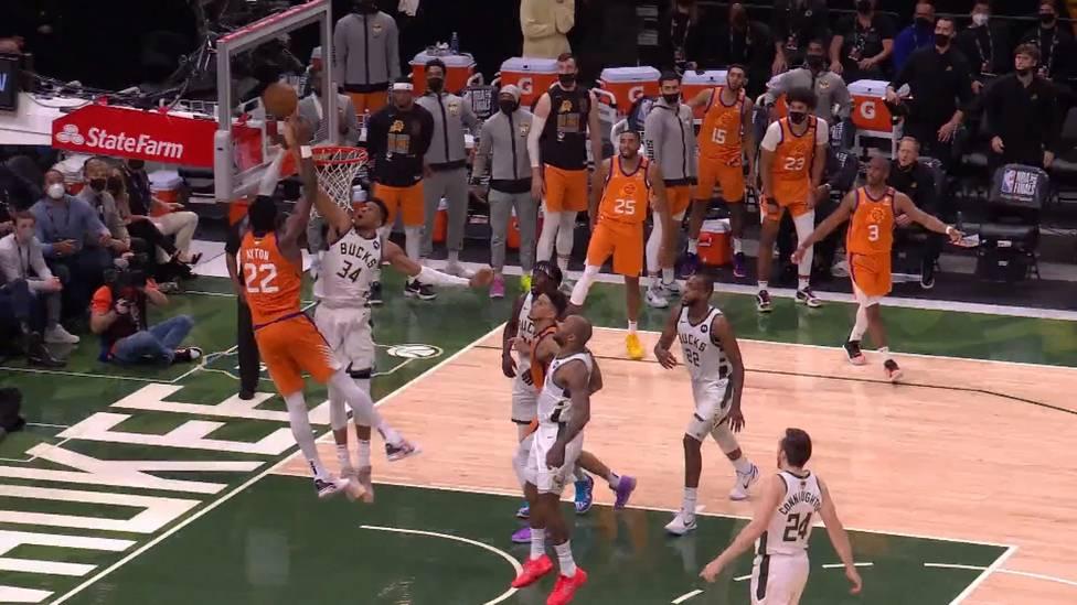 Giannis Antetokounmpo sorgt mit einem überragenden Block für den Sieg seiner Bucks in den NBA-Finals gegen die Phoenix Suns und lässt die Titelhoffnungen weiterleben.