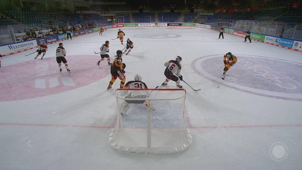 """Endlich wieder Eishockey: Das DEB-Team sorgt beim Auftakt des Deutschland Cup gegen das """"Top Team Peking"""" für einen Torreigen."""