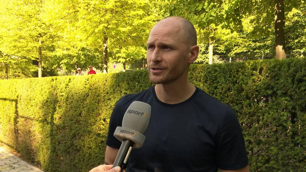 Benedikt Höwedes spricht über seine neue Rolle beim DFB-Team.