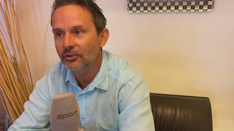 Sandro Wagner ist seit dieser Saison Trainer bei Regionalligist Unterhaching. Im exklusiven SPORT1 Interview erklärt sein Ex-Coach und Förderer Dirk Schuster wie sie sich kennen lernten.