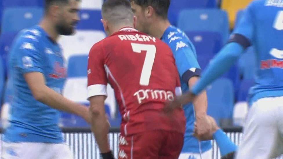 Ein gebrauchter Tag für Franck Ribéry und den AC Florenz. Beim SSC Neapel setzt es eine deutliche 6:0-Klatsche.