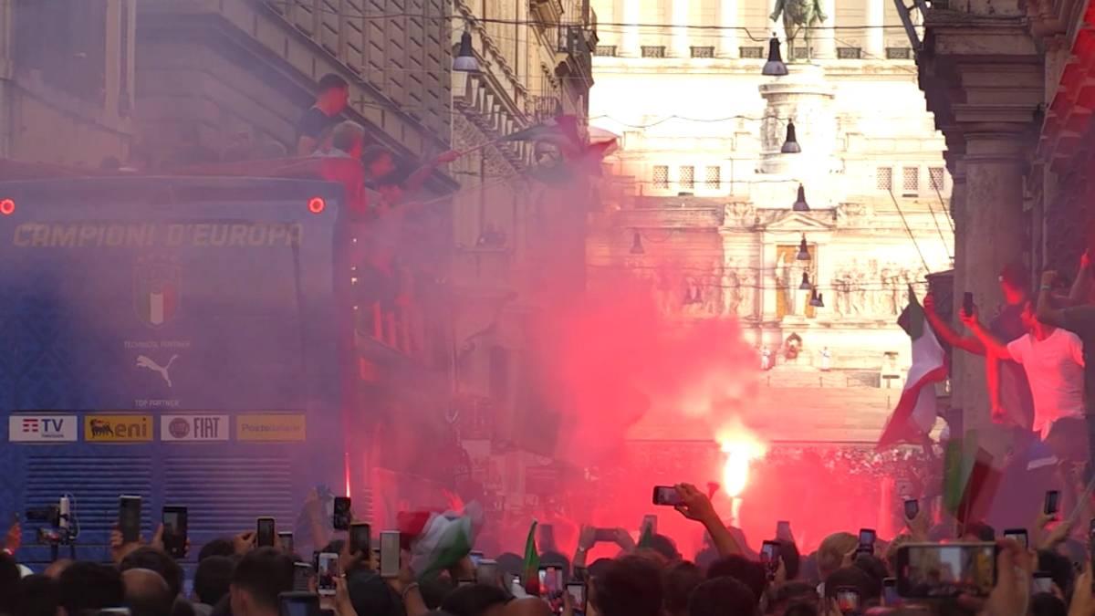 Die Party für die italienische Nationalmannschaft geht weiter. In Rom feiern tausende Fans ihre EM-Helden und es gibt jede Menge Termine für die Europameister.