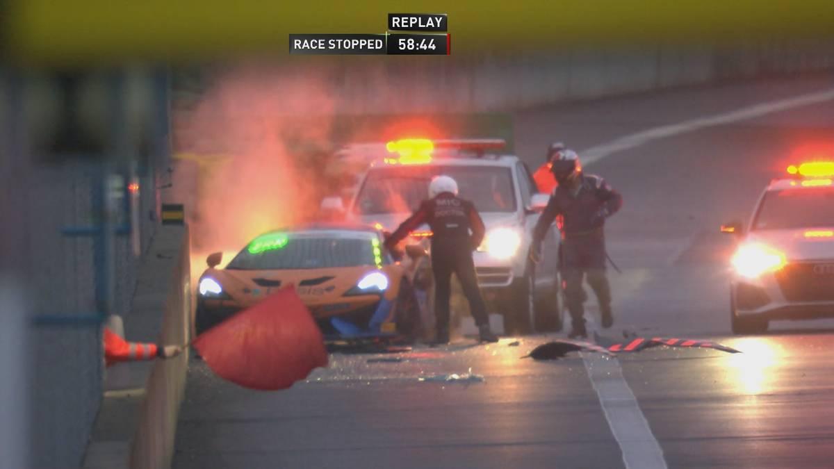 Nach mehreren Unfällen, langen Safety-Car-Phasen und dem Rennabbruch gewinnen Christopher Dreyspring und Aleksey Sizov das zweite Rennen der ADAC GT4.