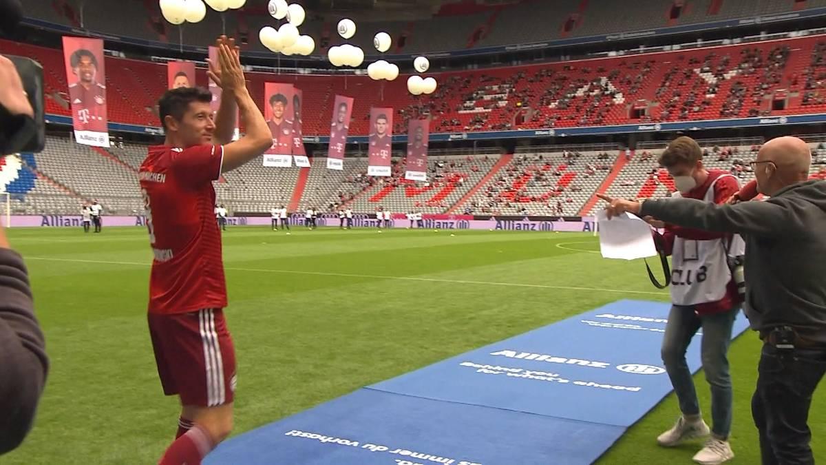 Nachdem es zum Ende des Transferfensters Gerüchte um Robert Lewandowski gab, hat sich Bayern-Coach Julian Nagelsmann jetzt dazu geäußert.