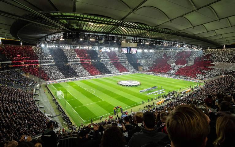 Spektakel in Frankfurt schon vor dem Anpfiff. Wie im ersten Heimspiel gegen Lazio Rom sorgen die Fans der Eintracht auch gegen Apollon Limassol für ein optisches Highlight und Gänsehautatmosphäre