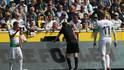 Manuel Gräfe überprüfte den Dortmunder Führungstreffer