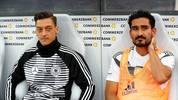 Ilkay Gündogan (r. mit Mesut Özil) wurde zuletzt beim Länderspiel in Leverkusen ausgepfiffen